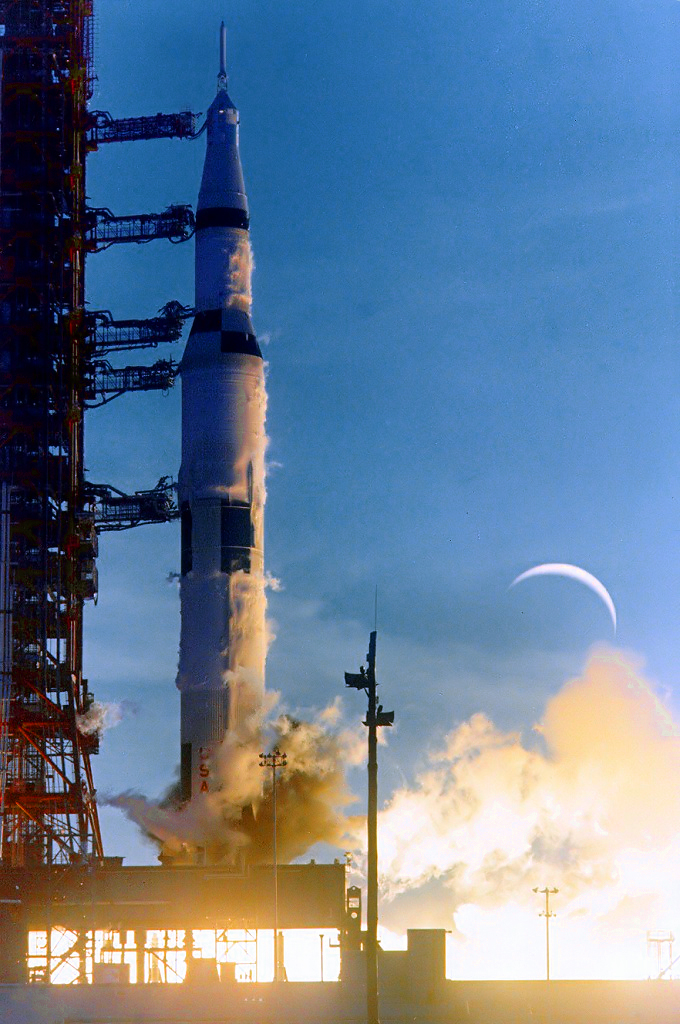 vivliostyle-viewer/samples/adaptive-layout/apollo8/images/Ap8-KSC-68PC-329.jpg